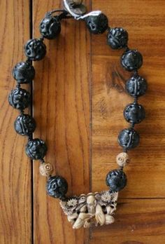 Chinese Qing Dynasty carved amber necklace