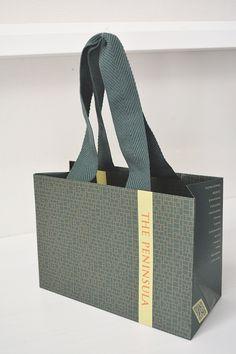papaer bag Design Print Graphic Fashion 紙袋 デザイン 印刷 グラフィクデザイン ファッション Luxury Packaging, Bag Packaging, Packaging Design, Shopping Bag Design, Paper Shopping Bag, Paper Bag Design, Rice Bags, Ideas Geniales, Clothing Tags