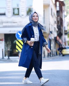 New hijab combination ideas for autumn style Islamic Fashion, Muslim Fashion, Modest Fashion, Korean Fashion, Fashion Outfits, Casual Hijab Outfit, Hijab Chic, Muslim Girls, Muslim Women