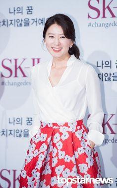 Kim Hee-ae (김희애) - Picture @ HanCinema :: The Korean Movie and Drama Database Korean Star, Korean Girl, Song Seung Heon, Asian Ladies, Korean Actresses, Asian Woman, Beauty Women, My Idol, Kdrama