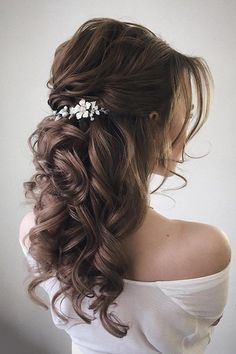 Having a rustic wedding theme? And a bit confused on what hairstyle you should go with your rustic wedding–then look no further. We've rounded up. styles for wedding down hairstyles medium length 43 Gorgeous Half Up Half Down Hairstyles Wedding Hair Half, Wedding Hairstyles Half Up Half Down, Long Hair Wedding Styles, Half Up Half Down Hair, Wedding Hairstyles For Long Hair, Wedding Hair And Makeup, Down Hairstyles, Long Hair Styles, Gorgeous Hairstyles