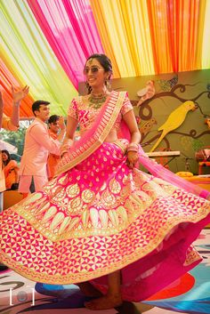 Gota patti makes an outfit heavy. Gotta patti worked lehenga & gotta patti suits looks amazing. Fuschia pink bridal lehenga with intricate gota Patti work. Also, adding beauty to the attire is the Gota Patti blouses teamed with the lehenga skirts. Indian Bridal Lehenga, Indian Bridal Wear, Indian Wedding Outfits, Bridal Outfits, Indian Outfits, Bridal Dresses, Indian Wear, Indian Sarees, Lehenga Wedding