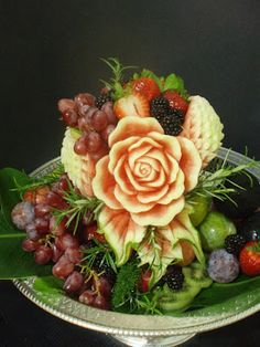 Beautiful carving! Wish I could do this. | Vegetable and Fruit Carvings