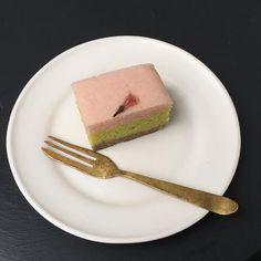 お皿の上に春♫  いいお天気も1日天下。 また、雨に逆戻りの朝です。  今週のストアは14時からオープンいたします。 -rim(s)  #decco #ceramics #ちりき #地力 #okinawa #rimplate (s) Sweets, Tableware, Dinnerware, Goodies, Dishes, Postres, Candy, Treats, Desserts