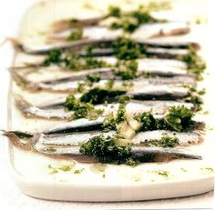 Gemarineerde ansjovis Belgium Food, Delicious Food, Seafood, Restaurants, Good Food, Fish, Drinks, Awesome, Ethnic Recipes