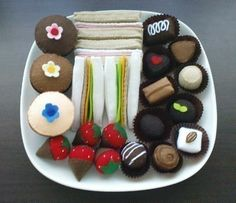 By request, I've come out with this tea party food set. Tea Party sandwiches, mini cupcakes, truffles and chocolate strawberries platter. Mini Cupcakes, Coffee Cupcakes, Tea Party Sandwiches, Finger Sandwiches, Food Crafts, Diy Food, All You Need Is, Felt Patterns, Pdf Patterns