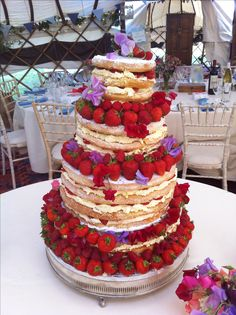 Homemade wedding cake, simple but effective I kind of love naked cakes :)