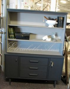 Mid Century Modern hutch.  ASCP Graphite and Paris Grey mixed with Coco.  To try and keep the modern look I didn't distress this.  THAT WAS HARD NOT TO DO!!!!
