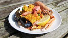 Paella med chorizo, kylling og skaldyr Chorizo, Paella, Pasta Salad, Seafood, Bacon, Lime, Ethnic Recipes, Crab Pasta Salad, Sea Food