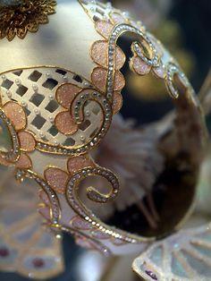 Amazing eggshells carving art..!!! -