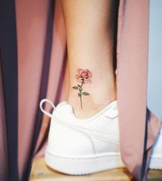80 Adorable Ankle Tattoos That All Deserve Oscars - Ankle Tattoo Designs Tattoo Diy, Tatoo Henna, Get A Tattoo, Tattoo Neck, Tattoo Shop, Tattoo Fonts, Tattoo Quotes, Sleeve Tattoos, Mini Tattoos