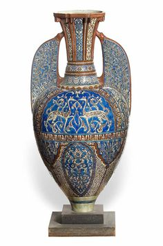 Orientalism : Théodore Deck (1823-1891), « Alhambra » Vase, ca. 1878, earthenware, Les Arts Décoratifs, Paris. Arab Fashion, Fashion Women, Middle Eastern Fashion, Henri Rousseau, Architectural Antiques, Harry Potter Art, Vase, Lunar Chronicles, Paris Photos