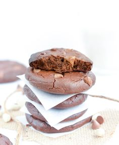Healthy Peanut Butter Cookies with chocolate chips. The best clean eating cookies with NO refined ingredients, Flourless, No Sugar, easy 6 ingredients recipe to whip in 5 minutes. Grain free, gluten free and dairy free.