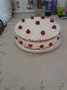 piskotatalleros-joghurtos-epertorta1 Cake, Food, Yogurt, Kuchen, Essen, Meals, Torte, Cookies, Yemek