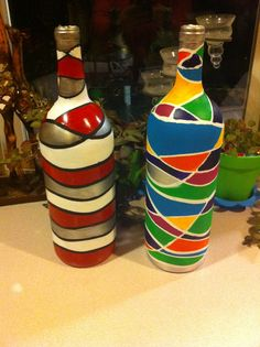 Hand painted wine bottles for a growing bottle tree. I used rubber bands to create the mosaic effect. VERY easy! Just make sure you gently scrape off clumped paint from where rubber bands were before sealing them.