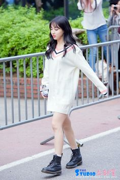 Twice Nayeon Airport Fashion - Official Korean Fashion Kpop Fashion, Asian Fashion, Daily Fashion, Girl Fashion, Fashion Outfits, Fashion Trends, Airport Fashion, Kpop Outfits, Korean Outfits