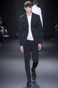 Calvin Klein Collection, Look #42 Fall Winter 2016 - Filip Hrivnak Bxy Frey