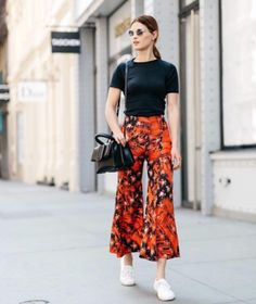 8 fashion blogger outfit ideas to steal from this week's chicest Instagrams: bright culotte pants, a simple t-shirt and sneakers