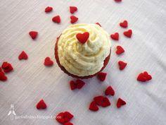 Red Velvet Cupcakes by Garfo Divino
