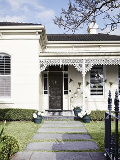 Elsternwick Heritage - Get the Look, Dulux Paints #teal #limewhite #vividwhite
