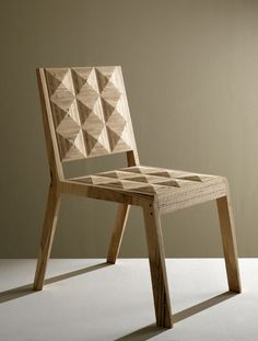Log Chair Amitrani. Bicolor faces and edges