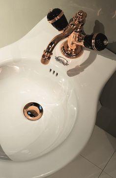 Rubinetteria Queen RN744 + RN9000 #GaiaMobili #Gaia #bathroom #bagno #bathroomideas #bath #madeinitaly #italian #bathroompics #architect #interior #interiordesign #bathroomideas #design #designer #taps #rubinetteria #faucets #faucet #rubinetto #style #styles #details #rosegold #arredobagno #arredamento #classico #bagnoclassico #bidet