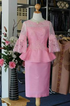 All Things Lovely In This Fall Outfit. Dress Brokat, Kebaya Dress, African Fashion Dresses, African Dress, Fashion Outfits, Thai Traditional Dress, Traditional Outfits, Batik Dress, Lace Dress