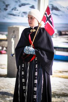 Bunad lady | Flickr -Photo from: tagois Bunad lady Grunnlovsdag I Svalbard Traditional Stories, Traditional Dresses, Svalbard Norway, Folk Clothing, Going Out Of Business, Bridal Crown, Looking For Someone, Folk Costume, Alter