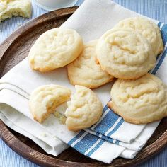 "Amish Sugar Cookies Recipe- Recipes These easy-to-make cookies simply melt in your mouth! I've passed the recipe around to many friends. After I gave the recipe to my sister, she entered the cookies in a local fair and won the ""best of show"" prize! Amish Sugar Cookies, Best Sugar Cookies, Sugar Cookies Recipe, Cookies Et Biscuits, Yummy Cookies, Cake Cookies, Cupcakes, Top Rated Sugar Cookie Recipe, Drop Cookie Recipes"
