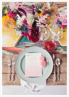 table, flowers and runner - so fun!