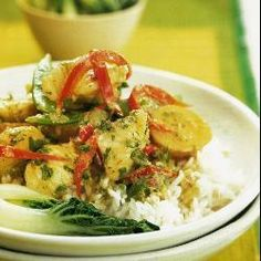 This Thai green curry is wonderfully fragrant and is prepared with a homemade curry paste. Serve the fish curry with rice and a side dish of Chinese cabbage or broccoli florets stir-fried with garlic and a little reduced-salt soy sauce. Thai Green Fish Curry, Thai Green Curry Paste, Asian Recipes, Healthy Recipes, Ethnic Recipes, Savoury Recipes, Curry Recipes, Monkfish Recipes, Curry Verde
