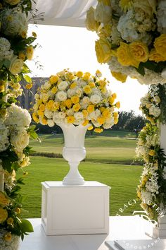 wedding ceremony flowers by tami winn events at the four seasons dallas over sized white