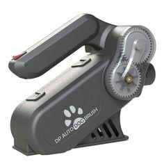 Automatische Hundebürste und Entfilzungsmaschine. Automatische Hundebürste und Entfilzungsmaschine mit Bürstenband, Sicherheitschip, Ladegerät, flexiblem Verlängerungsschlauch, Anschluss für den Staubsauger und Aufbewahrungskoffer. Exklusiv bei Onlinezoo unabhängig getestet und empfohlen von führenden Hundefriseuren. Versandkostenfreie Lieferung* Beauty, Beauty Products, Hairdresser, Vacuum Cleaners, Beauty Illustration