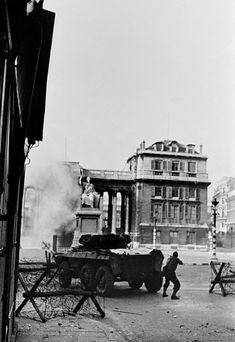 Paris 25 August, 1944 French troops and Resistance fighters flushing the last Germans out of the area of the Palais Bourbon, rue de Bourgogne//Robert Capa