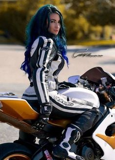 Hot women in motorcycle leathers. Now accepting submissions! Motorcycle Suit, Motorbike Girl, Motorcycle Girls, Lady Biker, Biker Girl, Rockabilly Cars, Bike Style, Hot Bikes, Biker Chick