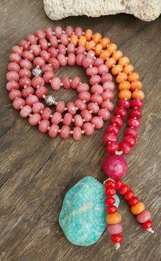 Japamala para meditação, colar ou decorativo, de Pedras Naturais - Jade e Amazonita. Entoar mantras é uma forma de meditação. Uma pessoa entoa o mantra repetidas vezes, em murmúrio ou em alto tom. A mente…