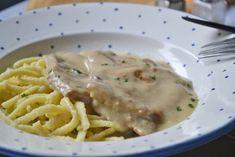 Rahmschnitzel schmecken einfach lecker! Mit ein wenig Obers und Zitrone verfeinert wird das Tiroler Rezept zum höchsten Genuss.
