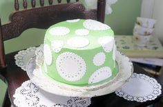 Juniper Cakery's Crème de Menthe cake in partnership with The Happy Egg Co. Click for more info!