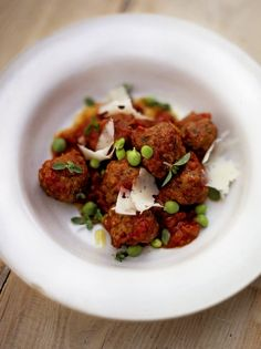 A simple meatball recipe from Jamie Oliver. This is a great family batch cooking recipe, and they're freezer-friendly. Serve with pasta or crusty bread. Meatloaf Recipes, Meatball Recipes, Beef Recipes, Cooking Recipes, Meatball Subs, Quick Recipes, Cooking Ideas, Yummy Recipes, Beef And Pork Meatballs