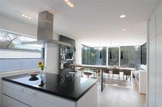 Moderne Küche  Link: http://www.muhr-immobilien.com/de/ffws_expose_de.php?DSN=92304214-677D-4056-AB86-69617E69794F