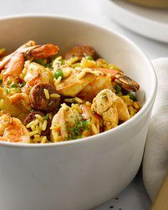 Paella met kip, chorizo en scampi