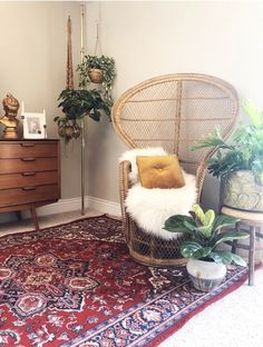An Eclectic Home Filled With Vintage Finds - Jenasie Earl - The Interior Editor Eclectic Design, Eclectic Decor, Vintage Interior Design, Decorating Your Home, Interior Decorating, Rental Decorating, Interior Design Principles, Rustic Winter Decor, 70s Home Decor