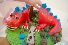 Dinosaur Cake DIY instuctions