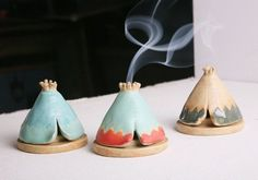 Ähnliche Artikel wie Incense Burner TeePee that smokes, Ceramic Mint and Seafoa. - Ähnliche Artikel wie Incense Burner TeePee that smokes, Ceramic Mint and Seafoam Green, for Cone I - Ceramics Pottery Mugs, Pottery Teapots, Pottery Plates, Slab Pottery, Ceramic Pottery, Pottery Wheel, Pottery Vase, Thrown Pottery, Stoneware Clay