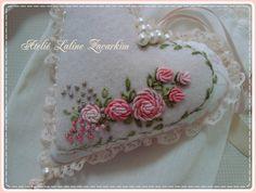Coração bordado Rococó