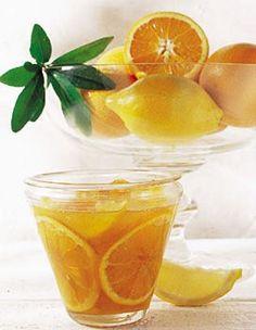 Recette confiture d'oranges amères : Nettoyez et essuyez soigneusement les oranges et les citrons. Détaillez la moitié des fruits en rondelles fines et hac...