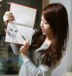 Girl's Day YuRa Drawing 'Frozen'