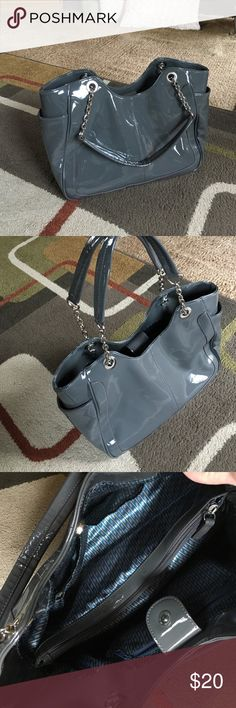 """Ladies gray handbag🌸 Silver hardware🌸bag approx 13.5"""" wide by 10.5"""" tall 🌸bottom approx 6"""" across🌸 inside center zip section 2 slip pockets and 1 side zip pocket🌸2 side outside pockets🌸 no tears no stains Bags"""