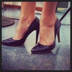 #CamilaRaznovich Camila Raznovich: Che dite?!? Metto queste? ....#Kilimangiaro #work #shoes #feelingood #heythere #areyouwithme #waitforme