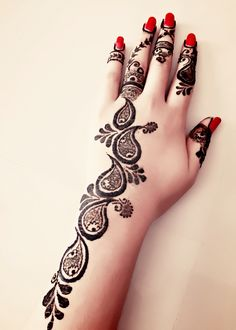 Elongated across the forearm. What a beautiful henna design Henna Hand Designs, Henna Designs For Kids, Mehndi Designs Finger, Peacock Mehndi Designs, Khafif Mehndi Design, Beginner Henna Designs, Mehndi Designs 2018, Modern Mehndi Designs, Mehndi Design Pictures